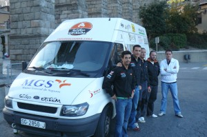El concejal, Javier Arranz, junto con el equipo segoviano, a su llegada a Segovia